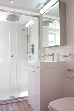 Baños de estilo moderno por GK Architects Ltd