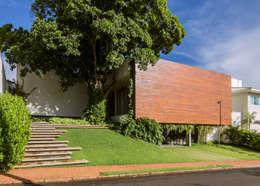 RESIDÊNCIA RMJ: Casas modernas por Felipe Bueno Arquitetura