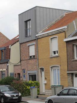 Extension et surélévation d'une maison de ville: Maisons de style de style Moderne par F. DEMAGNY ARCHITECTE