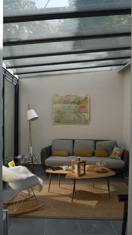 COCON VINTAGE: Salon de style de style Moderne par Agence Laurent Cayron