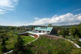 EDGE HOUSE: styl nowoczesne, w kategorii Domy zaprojektowany przez MOBIUS ARCHITEKCI PRZEMEK OLCZYK