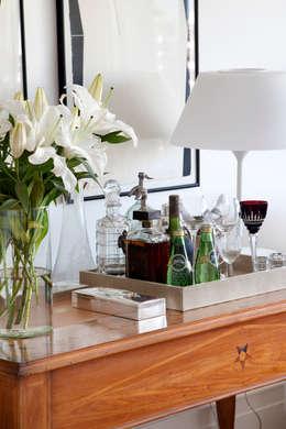 Aparador - bar: Sala de jantar  por Angela Medrado Arquitetura + Design