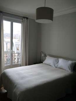 SO MASCULIN: Chambre de style de style Moderne par Agence Laurent Cayron