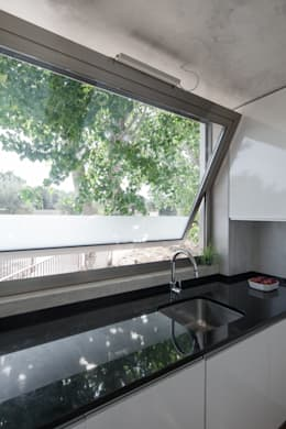 modern Kitchen by Miguel Marcelino, Arq. Lda.