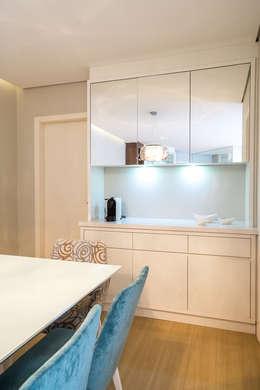 modern Dining room by ESTUDIO ARK IT