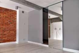 Closets de estilo minimalista por WE LOFT DESIGN