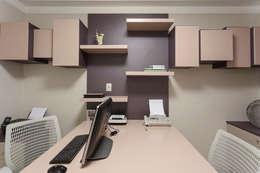 Estudios y oficinas de estilo moderno por Helen Granzote Arquitetura e Interiores