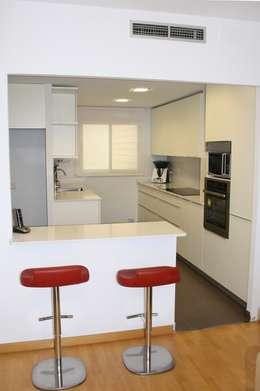 Cocinas de estilo minimalista por ROIMO INTEGRAL GRUP