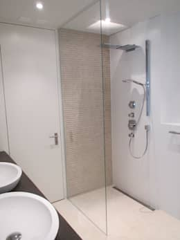 Begehbare Duschen: moderne Badezimmer von Bauarena