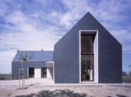 autor: Daniel Rumiancew: styl nowoczesne, w kategorii Domy zaprojektowany przez PAG Pracownia Architektury Głowacki