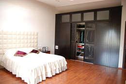 Tulya Evleri – Yatak Odası: modern tarz Yatak Odası