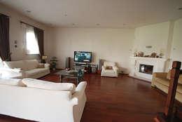 modern Living room by Tulya Evleri