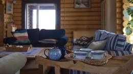 Salas de estilo rústico por Alena Kazimirava