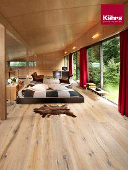 Paredes y pisos de estilo clásico por Kährs Parkett Deutschland