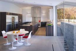 Cozinhas modernas por Robert Gurney Architect