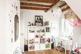 eclectic Nursery/kid's room by raumatmosphäre pantanella