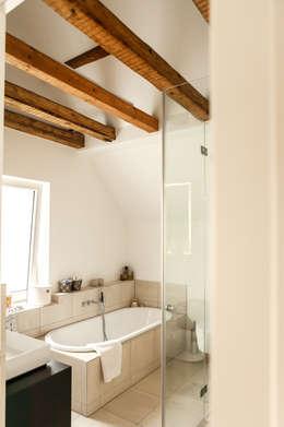 Baños de estilo  por raumatmosphäre pantanella