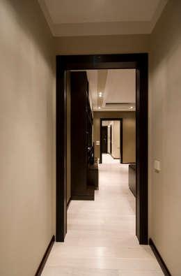 Corridor & hallway by ORT-interiors