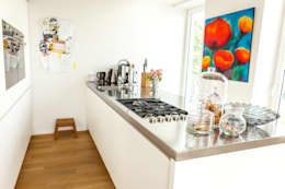 modern Kitchen by raumatmosphäre pantanella