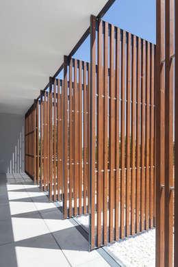 Terrazas  de estilo  por OPERA I DESIGN MATTERS