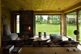 przestrzeń wypoczynkowa-kominkowa: styl , w kategorii Salon zaprojektowany przez CUBICPROJEKT