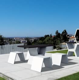 Mobilier design en béton composé d'une table et de ses bancs, sobre et raffiné à la fois en situation: Jardin de style de style Moderne par  Brin de Jardin