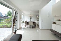 Salas de jantar modernas por Architektur Jansen