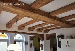 Zdobienia sufitów: styl , w kategorii Jadalnia zaprojektowany przez Zakład Stolarski Robert Latawiec