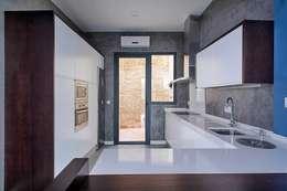 Cocinas de estilo moderno por Ardes Arquitectos