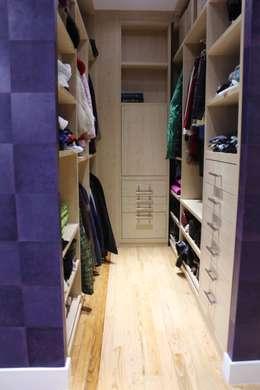 Vestidores y closets de estilo minimalista por CASTSHINE