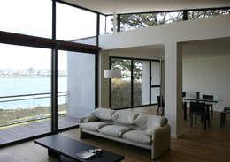 Salas de estilo moderno por Atelier de l'Ile