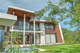 CASA JT: Casas de estilo topical por Ancona + Ancona Arquitectos