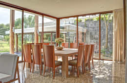 tropical Dining room by Ancona + Ancona Arquitectos