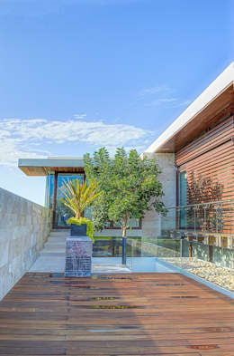 CASA JT: Terrazas de estilo  por Ancona + Ancona Arquitectos