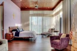 tropical Bedroom by Ancona + Ancona Arquitectos
