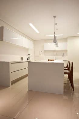 Кухня в . Автор – STUDIO ANDRE LENZA