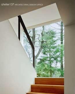 ระเบียงและโถงทางเดิน by atelier137 ARCHITECTURAL DESIGN OFFICE