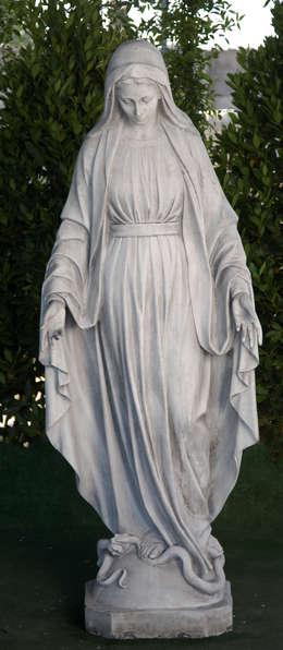 VIRGEN INMACULADA 176cm. : Jardín de estilo  de Ana Parra