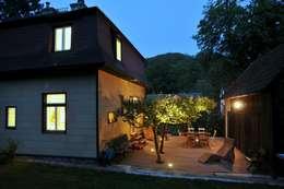 Haus Leopold im Wienerwald: ausgefallene Häuser von Sue Architekten ZT GmbH