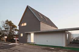 Maisons de style de style Moderne par Schwarz & Schwarz dipl. Architekten SIA