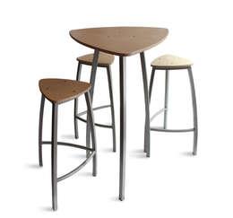 Ensemble table tabourets Delta: Cuisine de style de style Moderne par Arielle D Collection Maison
