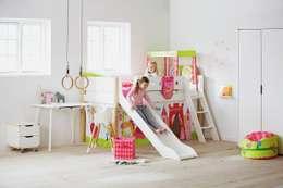 Habitaciones infantiles de estilo  por FLEXA