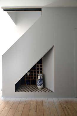 Couloir, entrée, escaliers de style de style Moderne par Selencky///Parsons
