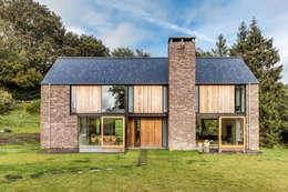 Maisons de style de style Moderne par Hall + Bednarczyk Architects