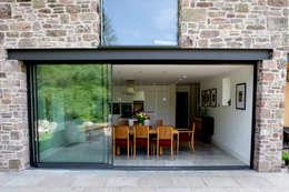 moderne Huizen door Hall + Bednarczyk Architects