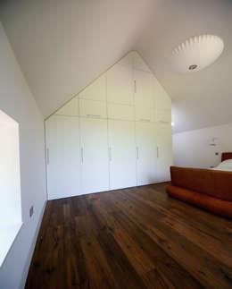 moderne Slaapkamer door Hall + Bednarczyk Architects