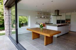 Cocinas de estilo moderno por Hall + Bednarczyk Architects
