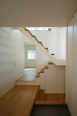 Corridor & hallway by 向山建築設計事務所