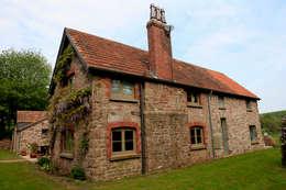 Casas de estilo rural por Hall + Bednarczyk Architects