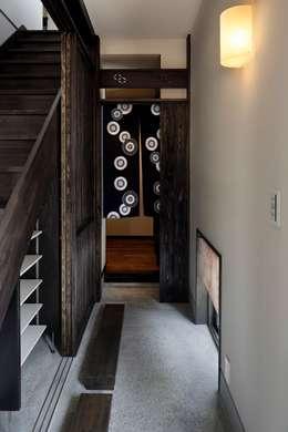 八潮の家: TAMAI ATELIERが手掛けた玄関・廊下・階段です。